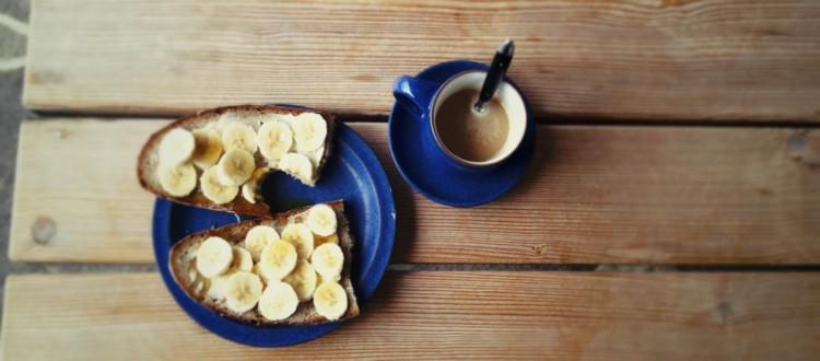 Samstagskaffee mit Bananenbrot