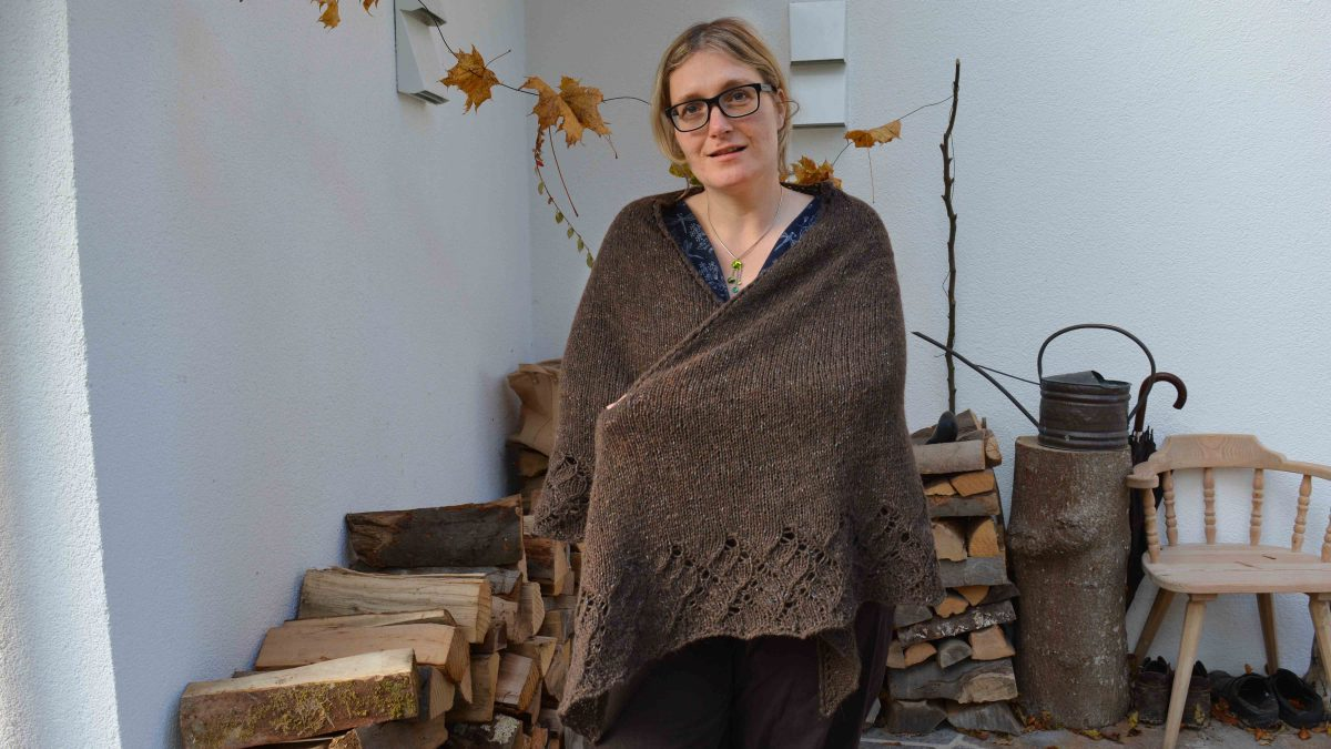 jane-eyre-shawl-literary-knits-front